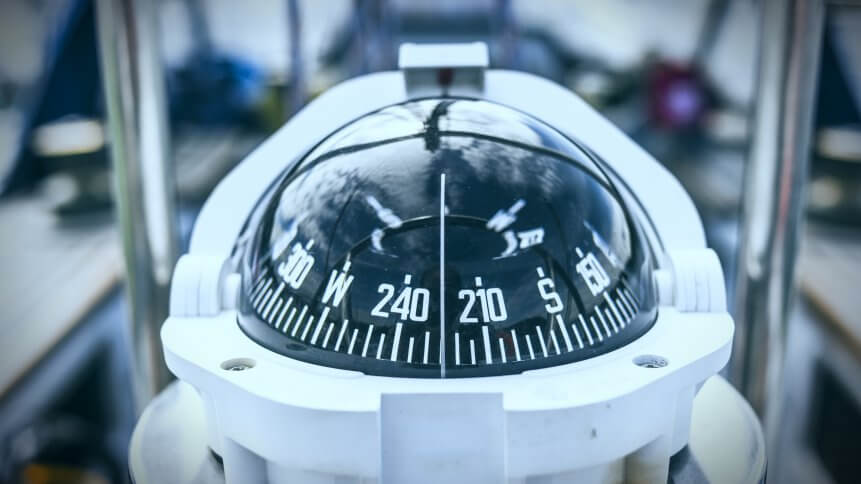 A compass, a front view from on a sailing yacht.