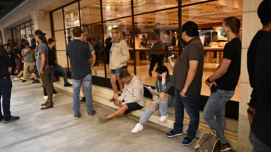 Retail is now reimagining how it approaches customer experiences, drives sales, and ensures the safety of employees and consumers in stores using IoT